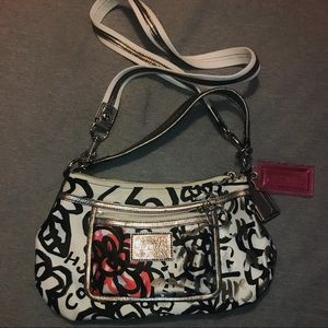 Coach. Poppy. Small purse.